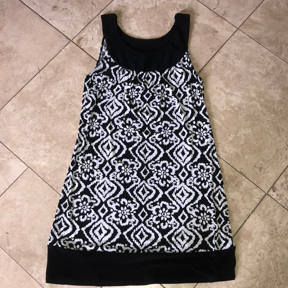 Dresses & Skirts - NWT Black and white sleeveless dress
